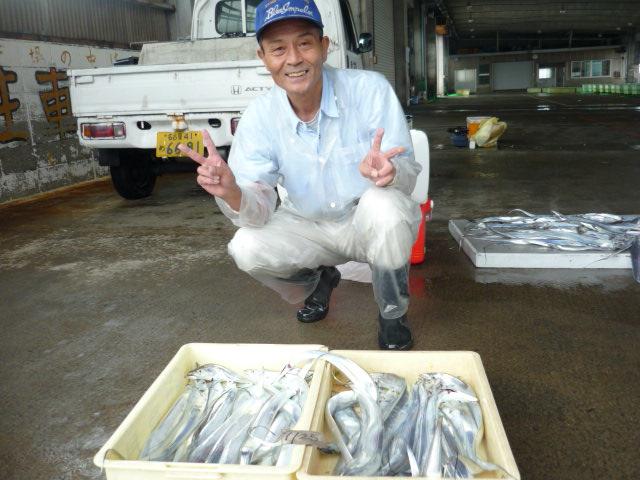 コチラ様はタチウオ釣り初めてでしかも手動!それでもこれくらいはイケます!