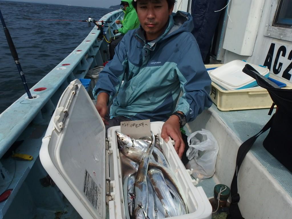 後半、タチウオ釣れ過ぎでク-ラ-はタチウオだらけ!