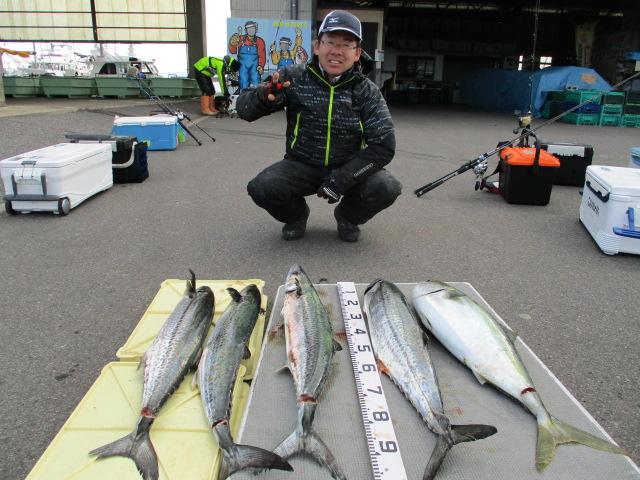 そしてタチウオ名人の清水さん!昨年は一度もタチウオ釣りに来ないんでジギングに転向ですか?と思ったら、なんとジギングは今日で2回目!